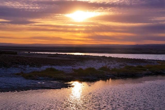 O pôr do sol na Laguna Tebinquiche