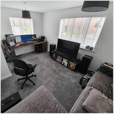 Ruang kerja dengan fasilitas elektronik yang lengkap
