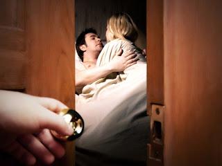 Xem 8 dấu hiệu chồng ngoại tình chính xác nhất