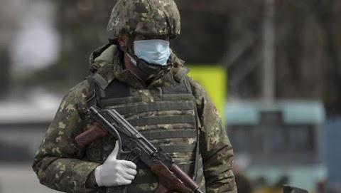 Romániában korlátozták a kijárást, a katonaság is megjelent az utcákon