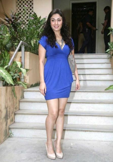 Actress Manjari Fadnis Stunning Pics In Blue Dress Navel Queens
