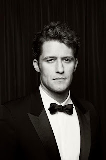 Matthew Morrison age, wife, broadway, glee, hairspray, younger, finding neverland, hot, wiki, biography