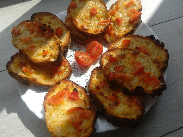 Easy, Affordable & Quick Recipes : Bruschetta with mozzarella and tomatoes (*this recipe is suitable for vegetarians)
