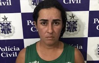 Mulher que jogou água fervendo na filha de 16 anos é presa
