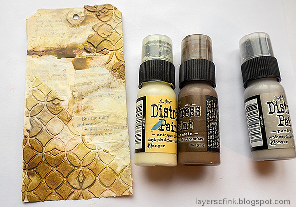 Layers of ink - Mixed Media Bird Tag by Anna-Karin Evaldsson. Paint with Distress Paint.
