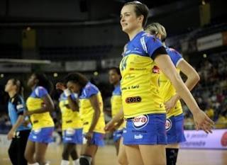 Jugadoras del Metz francés usando polleras | Mundo handball