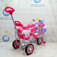 family lebah boncengan sepeda roda tiga anak