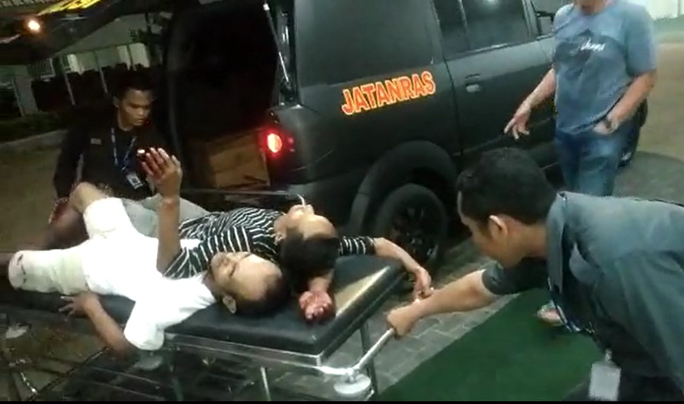 Lawan Petugas Dua Pelaku Pemalakan Viral Di medsos Ambruk Di tembus Timah Panas Petugas