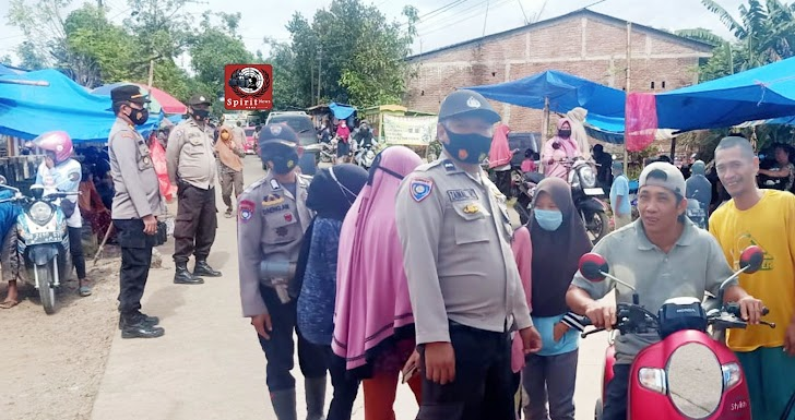 Terapkan Prokes Kapolsek Polut Polres Takalar Pimpin Operasi Yustisi Sasar Pengguna Jalan dan Pasar Tradisional