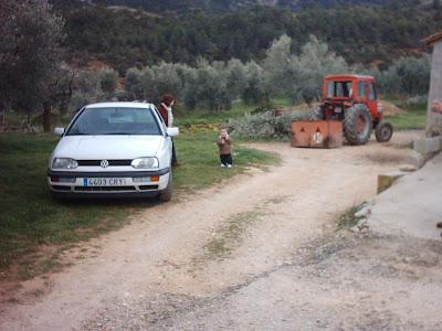 los olivares ,camino ,pantano de Pena, Beceite, Beseit, tractor, Massey Fergusson 247, Diego, familia