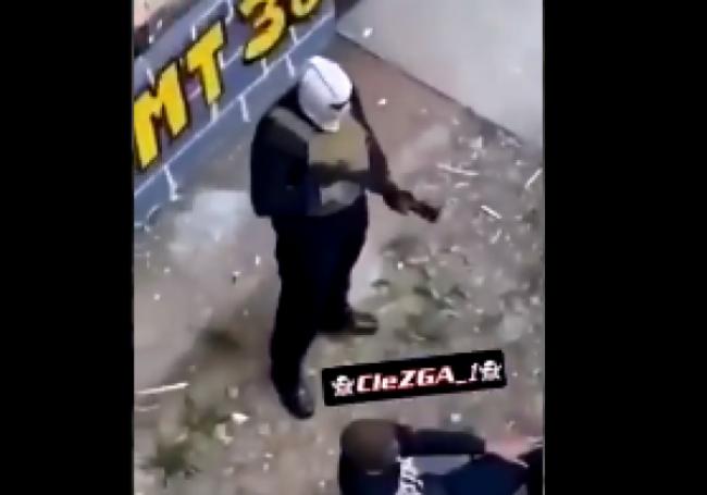VIDÉO : Plusieurs trafiquants lourdement armés filmés dans une cité grenobloise
