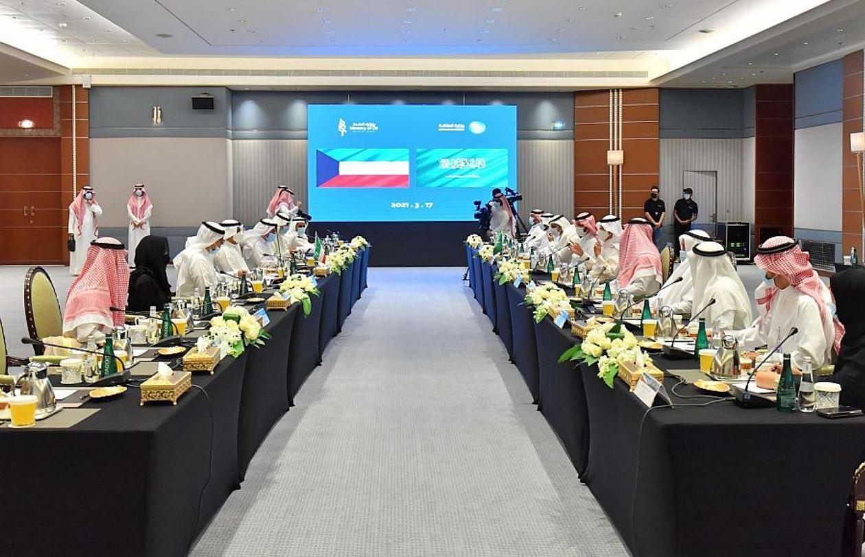 السعودية تبحث مع الكويت سبل تعزيز التعاون في مجالات الطاقة المتعددة