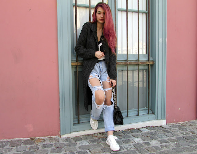 ripped jeans outfits