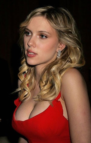 Strange metamorphoses occur with breast Scarlett Johansson (7 photos)