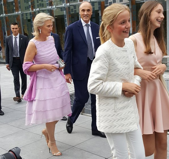 King Philippe, Queen Mathilde, Crown Princess Elisabeth, Prince Gabriel, Princess Eleonore, Prince Emmanuel, Princess Astrid, Prince Lorenz, Anna Astrid, Prince Laurent, Princess Claire, Prince Amedeo, Princess Maria-Laura