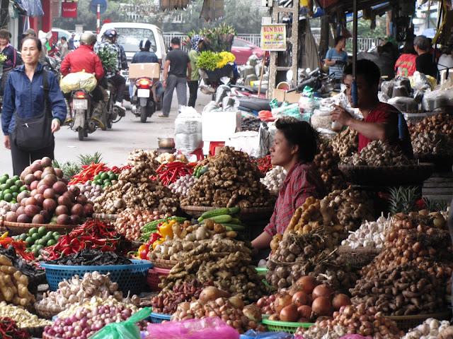 market hanoi vietnam