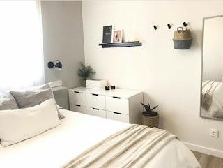 Mengatur tata letak properti kamar tidur ukuran kecil