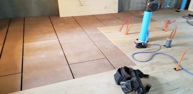 マンション床施工の様子