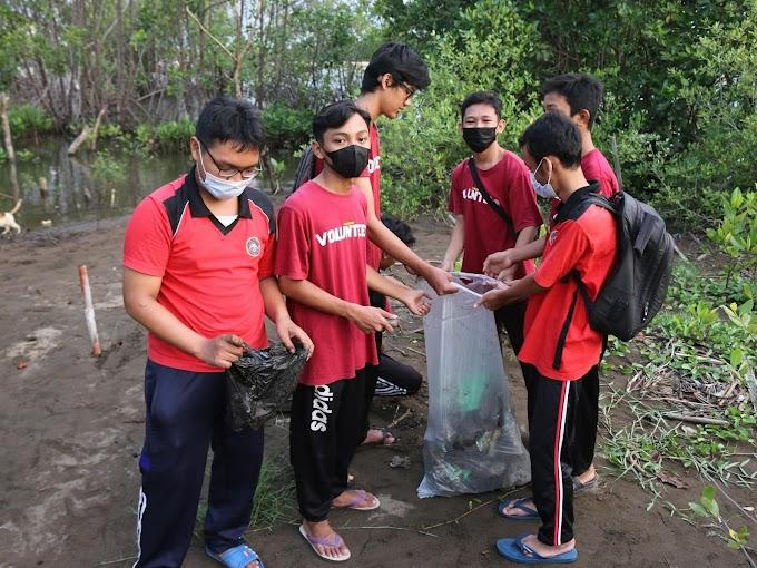 Kegiatan Pungut Sampah Untuk Lingkungan Sekitar