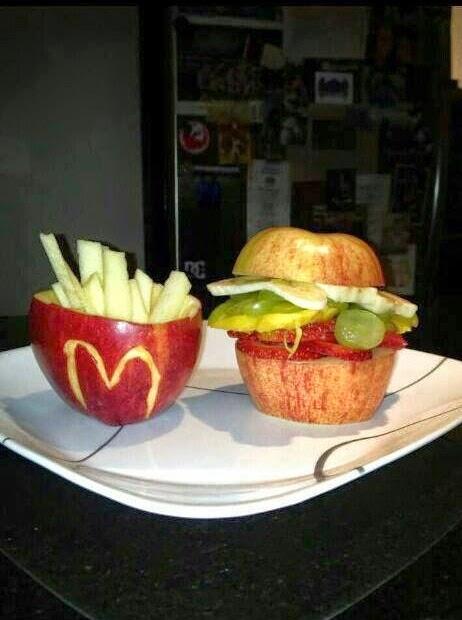 תפוח מעוצב בצורת המבורגר מקדונלדס