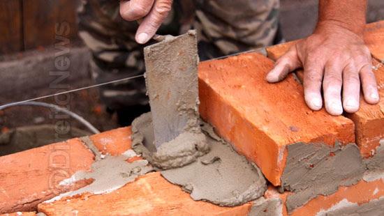 pedreiro adicional insalubridade contato cimento direito