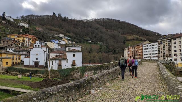 Puente Romano y Capilla del Carmen en Cangas del Narcea