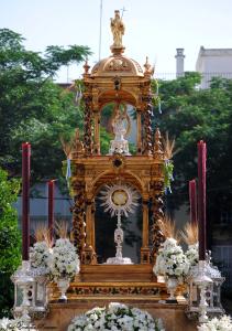 El domingo, procesión del Corpus Christi del Cerro del Águila