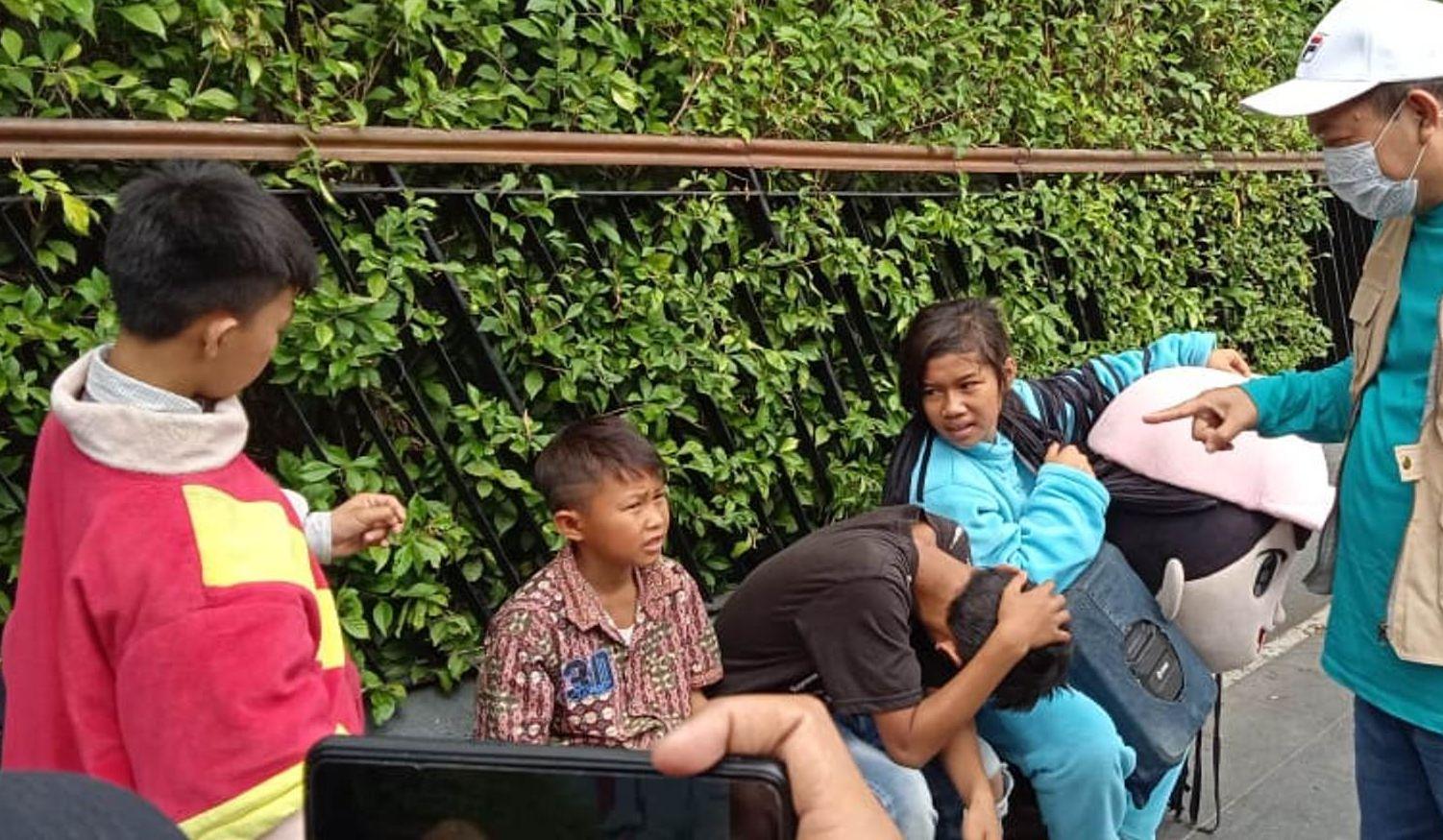 Marak Pengamen Berkostum Badut yang Ternyata Kebanyakan Anak-anak, Bu Risma Sepertinya Harus Turun Tangan