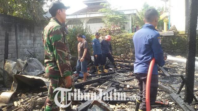 gresik24jam.net - Dipicu Dupa, Benda-benda Keramat Ratusan Juta di Padepokan Gresik Ludes Terbakar