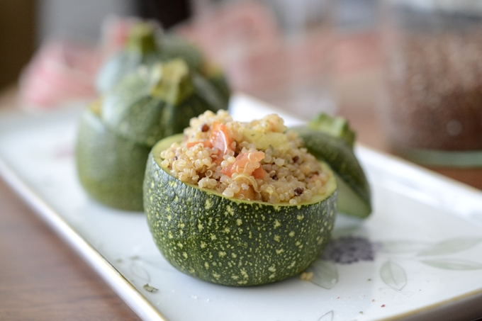 Calabacines rellenos de quinoa con verduras
