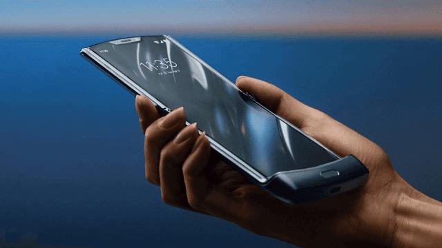 موتورولا تكشف النقاب عن هاتف رازر الجديد القابل للطي