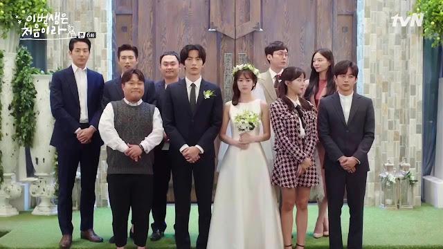 Adegan kawin kontrak dalam drama Korea Because This Is My First Life