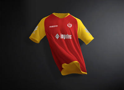 Free Soccer Jersey Half Sleeves T-Shirt Mockup PSD