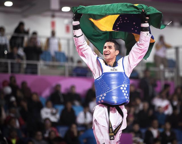 """Edival """"Netinho"""" Marques comemorando o ouro nos Jogos Pan-Americanos Lima 2019"""