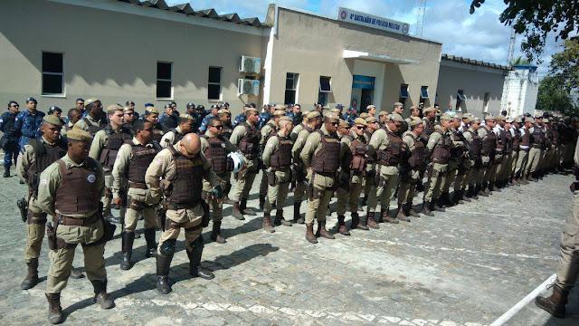 Mais de oitenta policiais militares com o apoio do Exército realizam operação em Alagoinhas