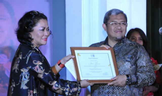 Aher Raih Anugerah Purwakalagrha Ajang Indonesia Museum Awards (IMA) 2017