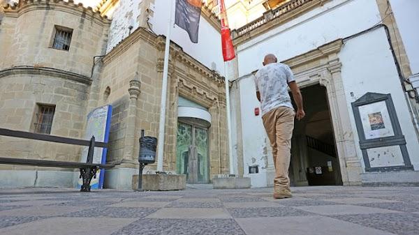 Ayuntamiento y consejo de cofradías de Jerez de la Frontera acuerdan una exposición en los Claustros