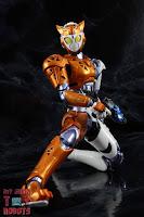 S.H. Figuarts Kamen Rider Valkyrie Rushing Cheetah 29