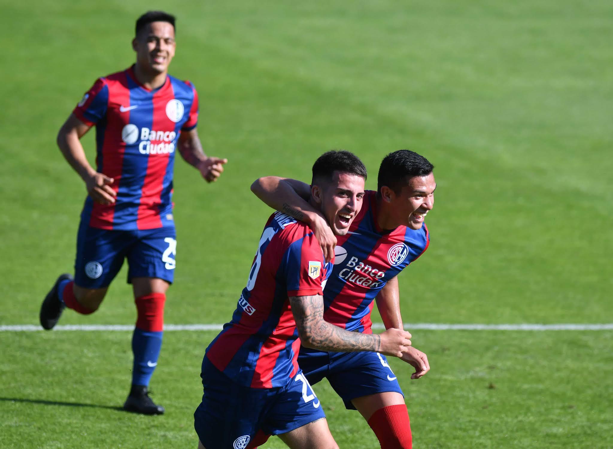 San Lorenzo volvió al triunfo después de tres partidos con un ajustado 2-1 ante Defensa y Justicia en el Nuevo Gasómetro por la fecha 13 de la Liga Profesional de Fútbol.
