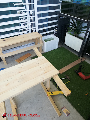 Kerja Membuat Bangku dan Meja Dengan Pellet Pine