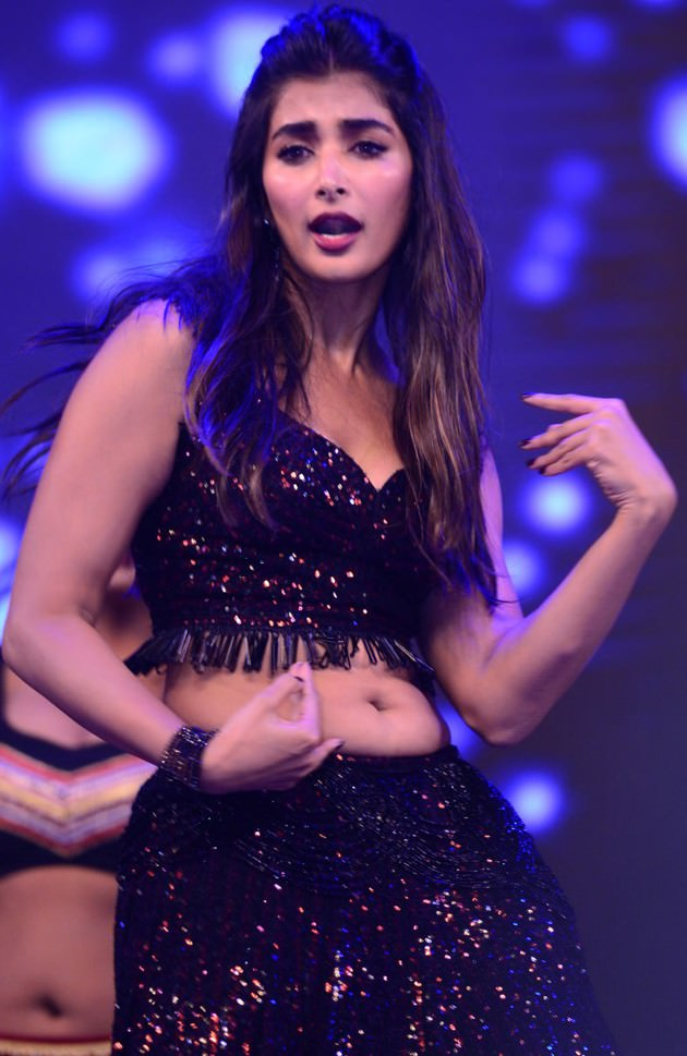 Pooja Hegde Sexy Navel Show-Hot Belly Images