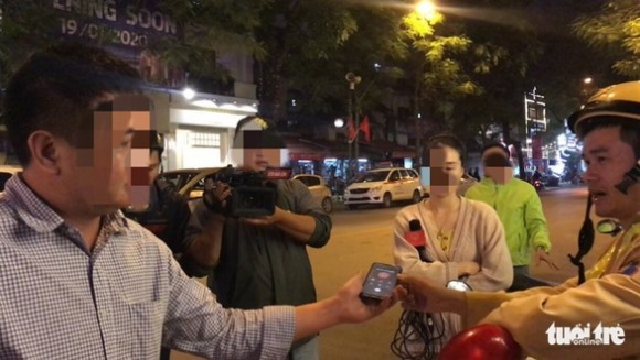 CSGT không nghe điện thoại 'người thân' của người vi phạm