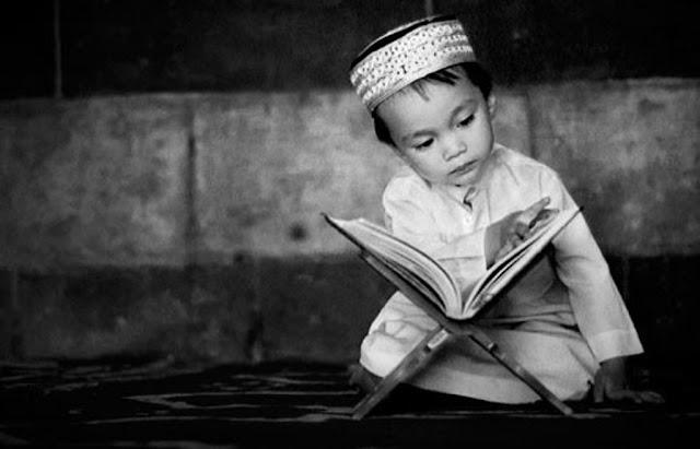 Sangat Takut dengan Neraka, Anak Kecil ini Menangis Ketika Baca Al-Quran