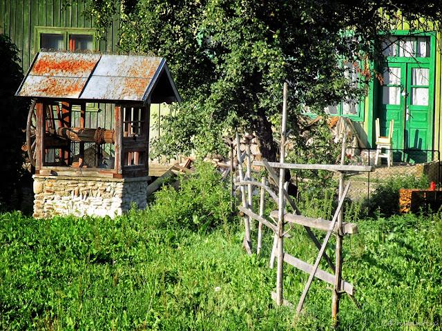 """Un gard care separã proprietãţile a doi gospodari """"cinstiţi"""" - blog FOTO-IDEEA"""