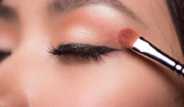 Langkah 8 Makeup - Memakai Eyeshadow
