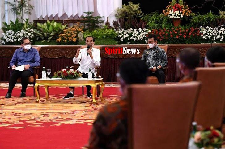Mentan dan Mendag Mendampingi Presiden Jokowi Menerima Pertenak Ayam Petelur