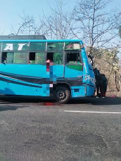 रोशिया के पास बस में खिड़की से झांक रही बालिका का सर ट्रक ने किया अलग