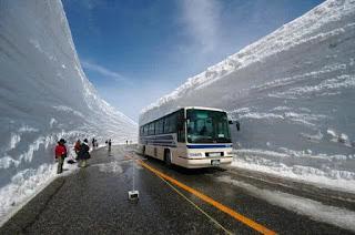 foto pemandangan salju di jepang