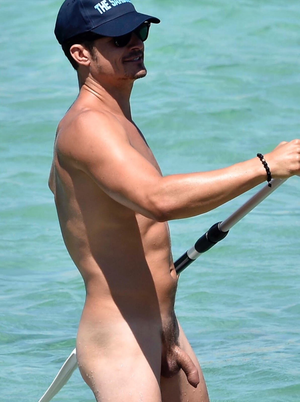 Orlando Bloom Shows Off His Hot Shirtless Bod See His Muscles