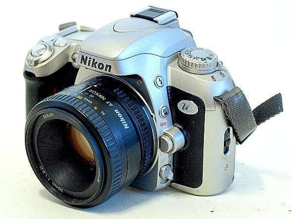 Nikon U2, Front oblique